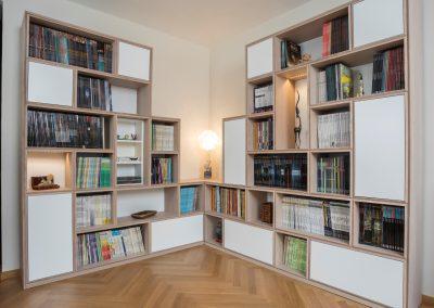 Bibliothèque de coin en chêne blanchi